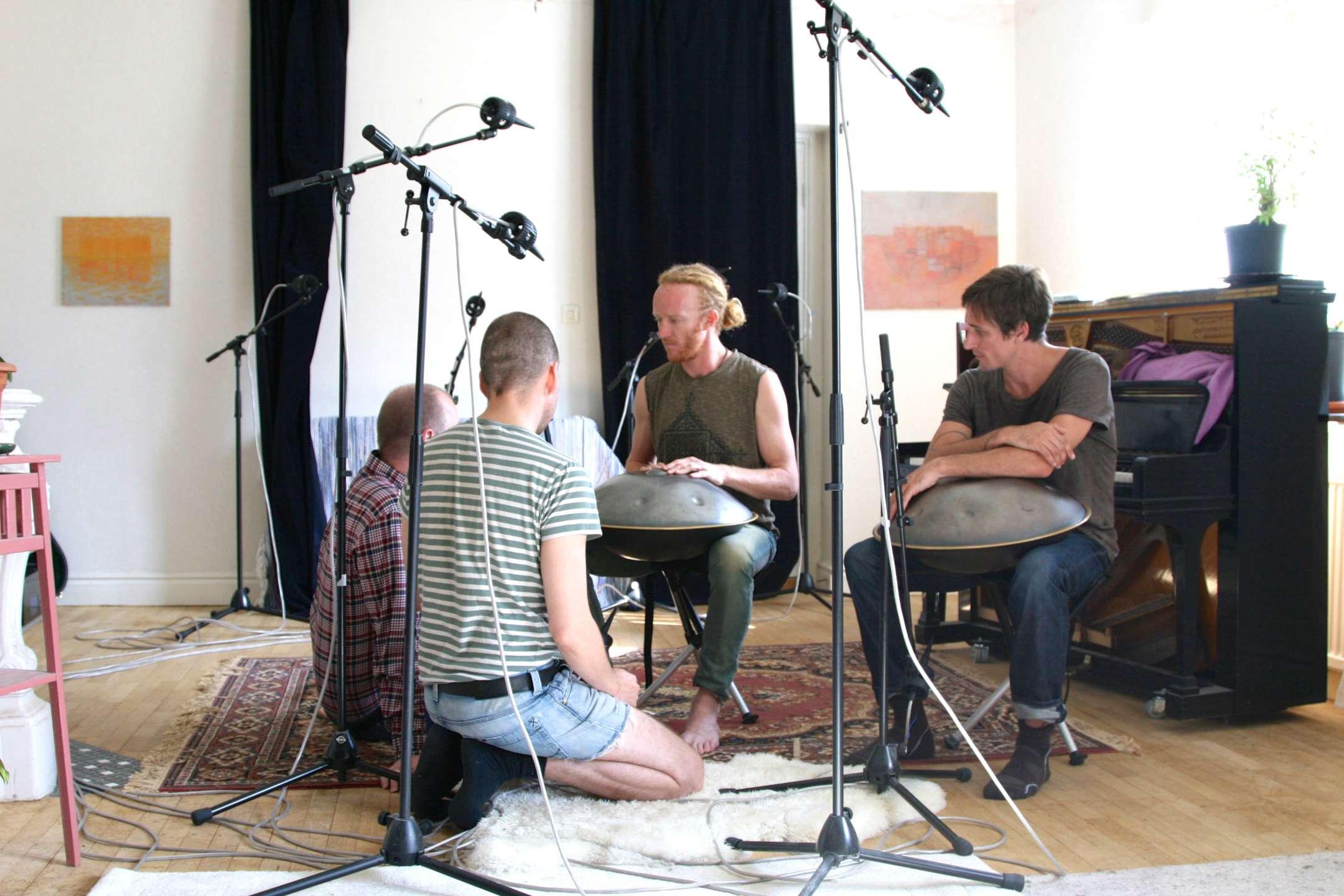 Inspelning med Hang Massive börjar i Gysinge hos Mattias Windemo.