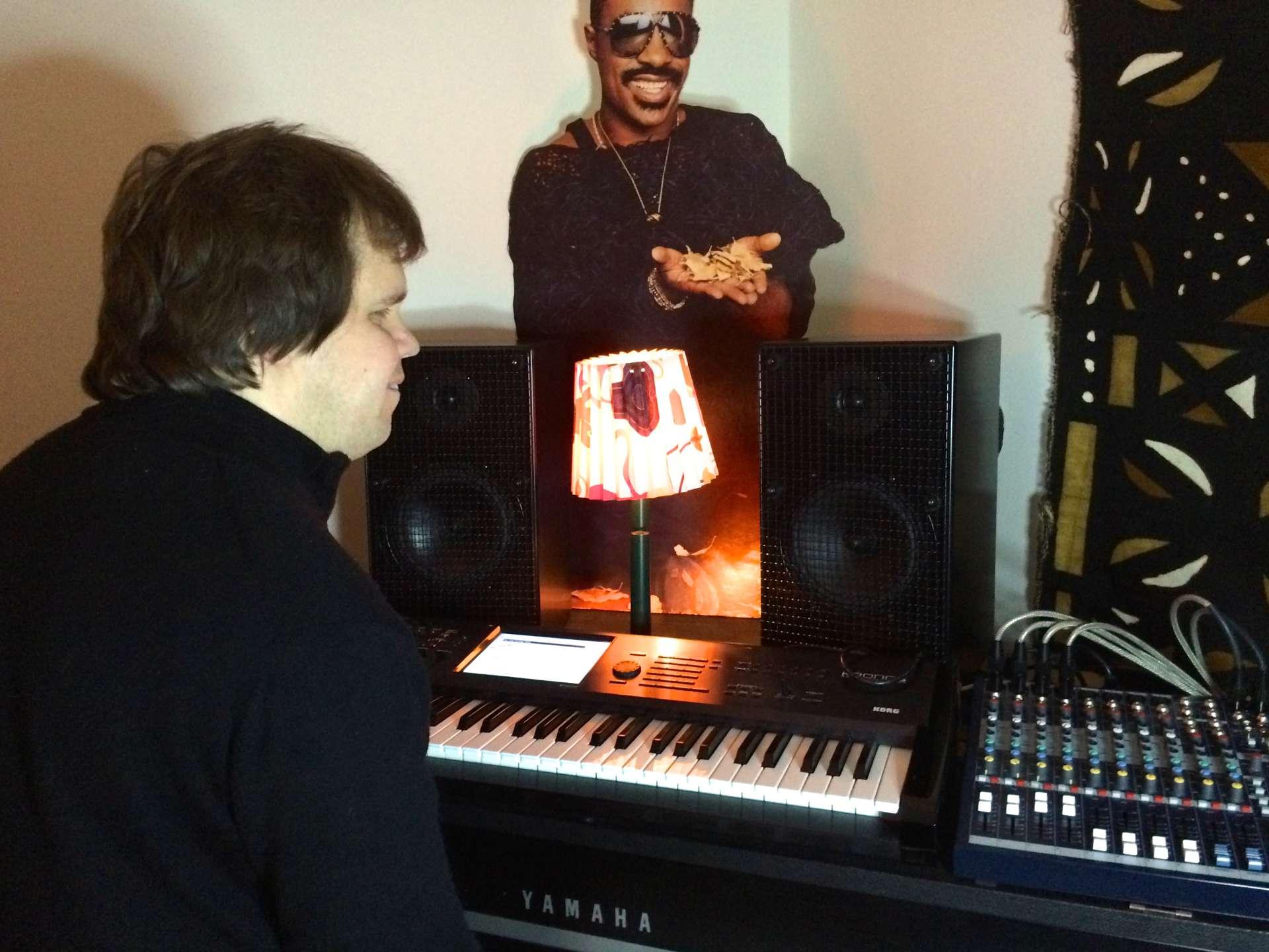 I studion hos pianist/keyboardist Mats Öberg