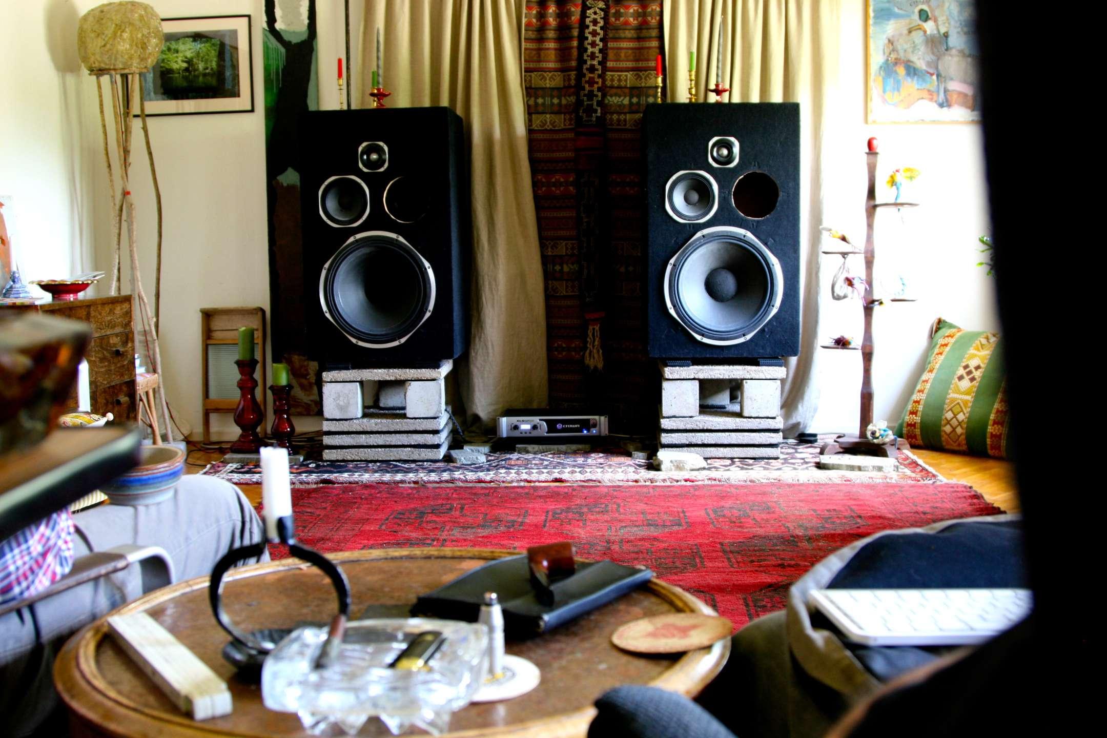 Högtalare från Intelligent Sound hemma hos musiker Raymond Strid.