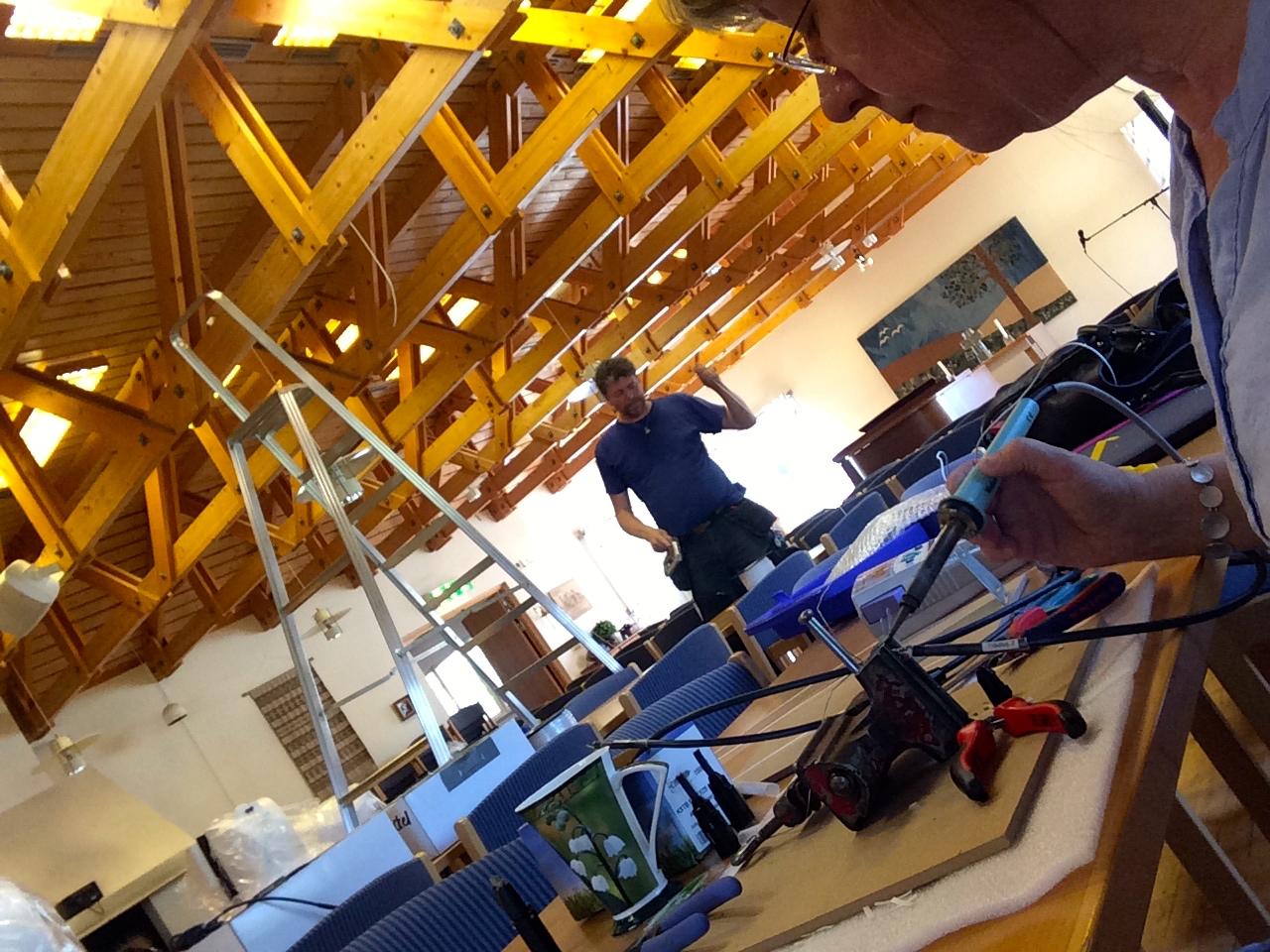 Många meter kabel skall dras i Västanbyagården i Sandviken.