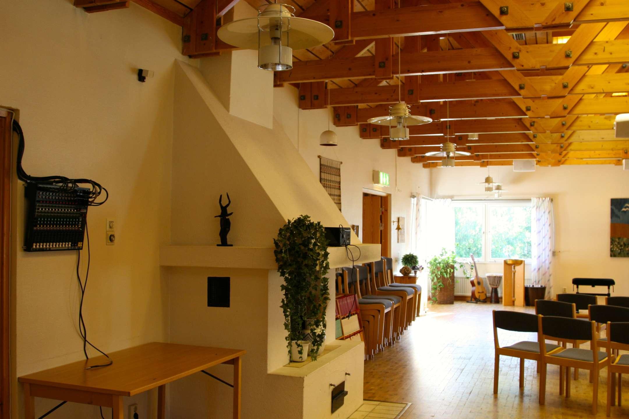 Mixerbordet monteras på vägg. Lätt för kyrkans personal att använda.